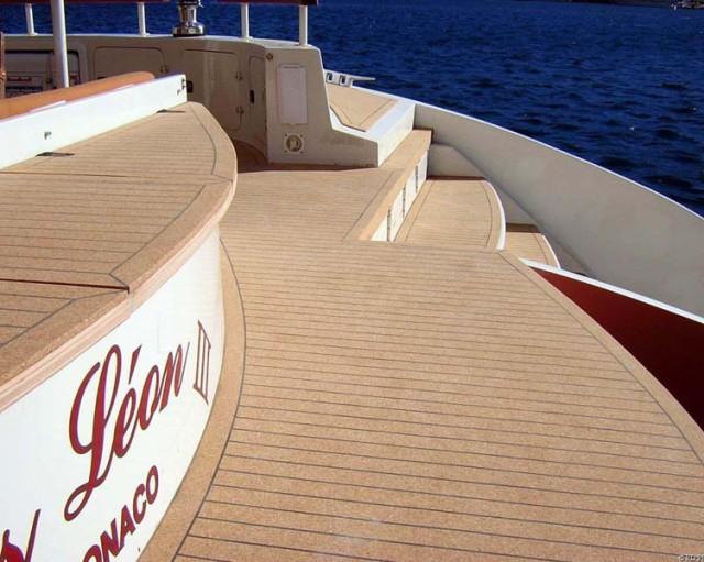 9-gros-leon-catamaran-deck